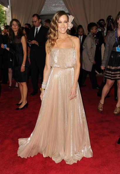 Sarah jessica parker white halston dress