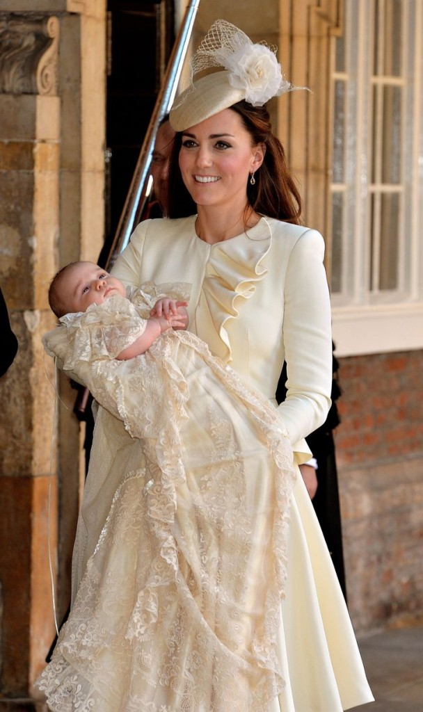 The-Duchess-of-Cambridge-carries-her-son-Prince-George-after-his-christinening-2484074