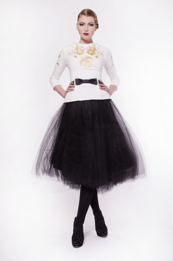 SKIRT - FW1321B - BLACK £192 click to visit Carnet de Mode