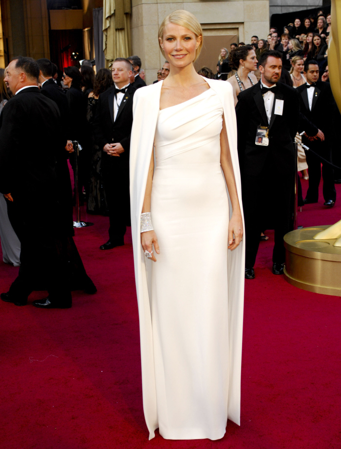 Gwyneth's look at the Oscars 2012.