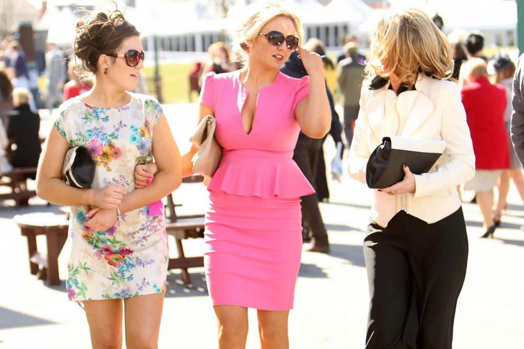 Fashion-from-the-opening-day-of-the-Grand-National-meet-at-Aintree-in-Liverpool-1811356
