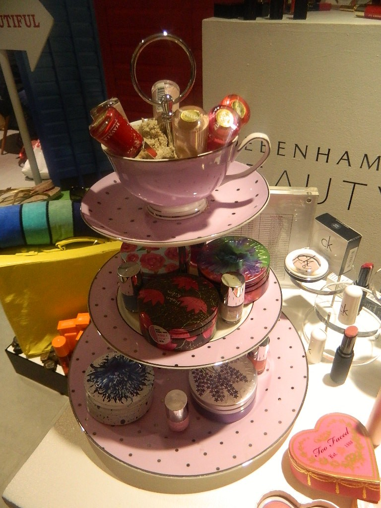 Adored the pots of SteamCream - vintage and pretty.