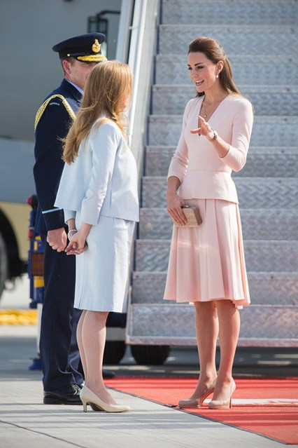 duchess-of-cambridge-vogue-1-23apr14-pa_b_426x639