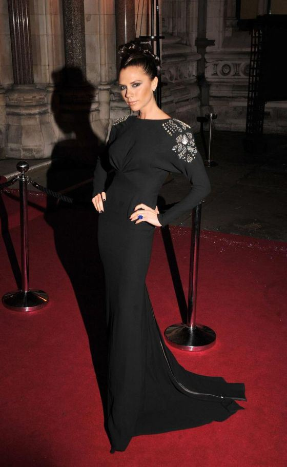 victoria-beckham-red-carpet-black-dress-british-fashion-awards-2009-1