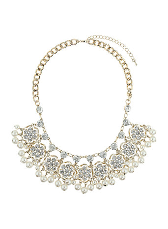 Millie Pearl Cluster Necklace     Price: £25.00 click to visit Dorothy Perkins