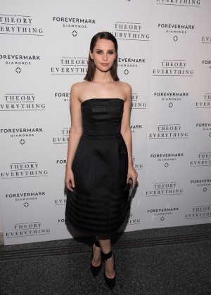 Felicity-Jones -Theory-Of-Everything-NY-Premiere--01-300x420