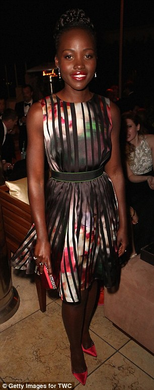 2510486F00000578-2926434-Glamourpuss_Lupita_Nyong_o_switched_into_a_shorter_version_of_he-m-113_1422270355129
