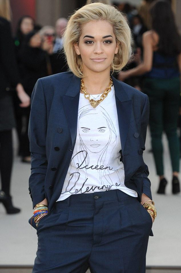 rita-ora-style-fashion-clothes-london-week-androgynous-suit-queen-delivigne-t-shirt-chain-necklace