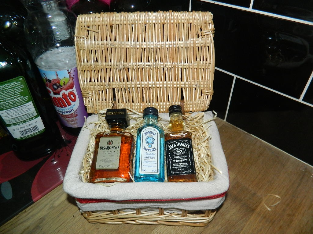 Drinks hamper from Jus Miniature
