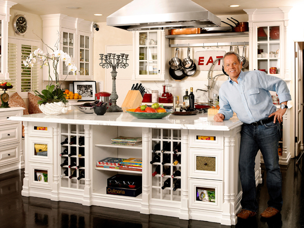 FNM-030110_Wolfgang-Puck-in-kitchen_s4x3_lg