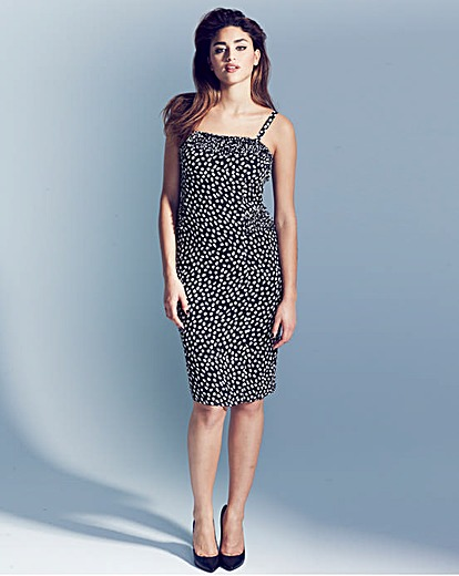 This Project D dress from Marisota is such a stylish piece.