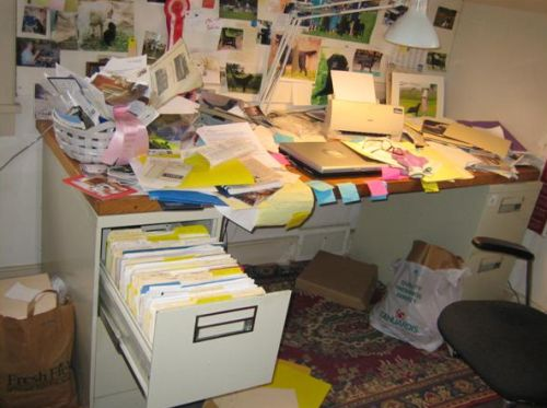 messy-home-office