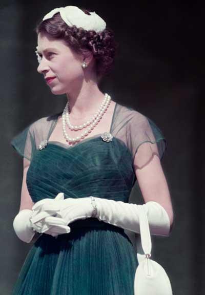 Queen-Elizabeth-II-1954