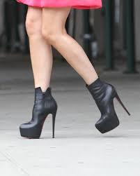 Victoria Beckham wears enormous heels