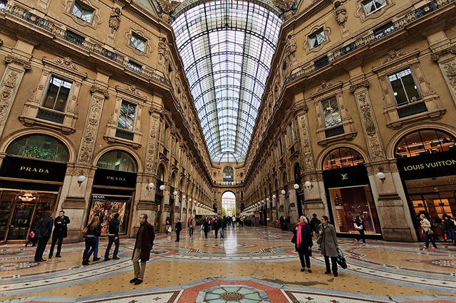 Shopping in Milan at Gallerie Vittorio-Emanuele II
