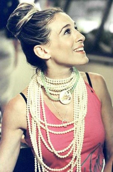 53d52b33d16ca_-_carrie-bradshaw-pearl-necklace