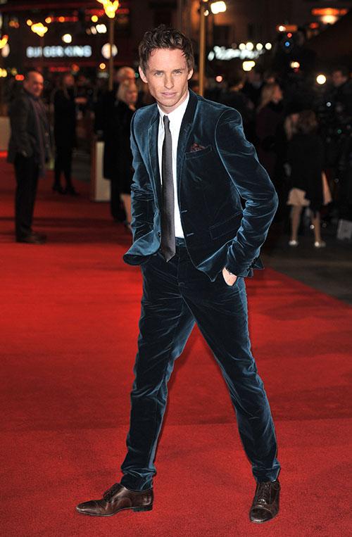 eddie-redmayne-style-velvet-suit