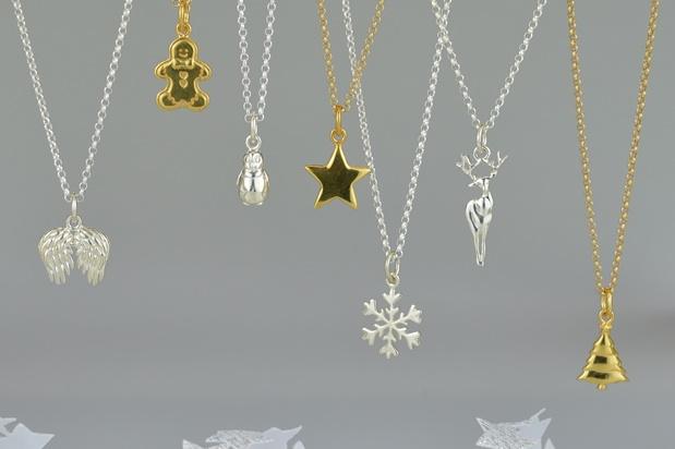 Christmas-Charm-montage-KV