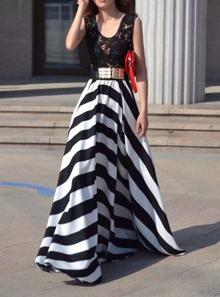 Hollow Out Design Striped Sleeveless Scoop Neck Floor-Length Dress £8.04 Click to visit Sammydress