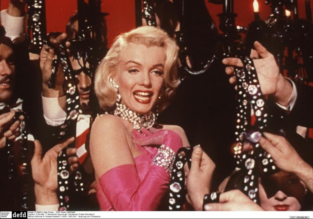 T: Blondinen bevorzugt / Gentlemen Prefer Blondes D: Marilyn Monroe R: Howard Hawks P: USA J: 1953 DA: - Nutzung von Filmszenebildern nur bei Filmtitelnennung und/oder in Zusammenhang mit Berichterstattung ueber den Film. Originaldateiname: 416788.JPG JADIS BildID: 416788