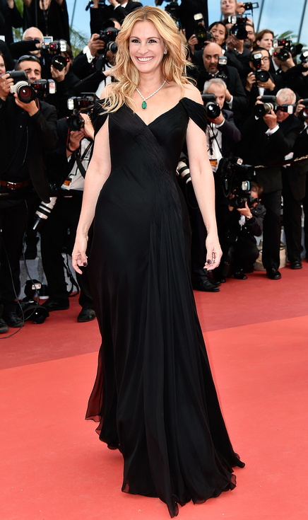 """CANNES, FRANCE - MAY 12: Us actress Julia Roberts attends the """"Money Monster"""" premiere during the 69th annual Cannes Film Festival at the Palais des Festivals on May 12, 2016 in Cannes, France. (Photo by Pascal Le Segretain/Getty Images)"""