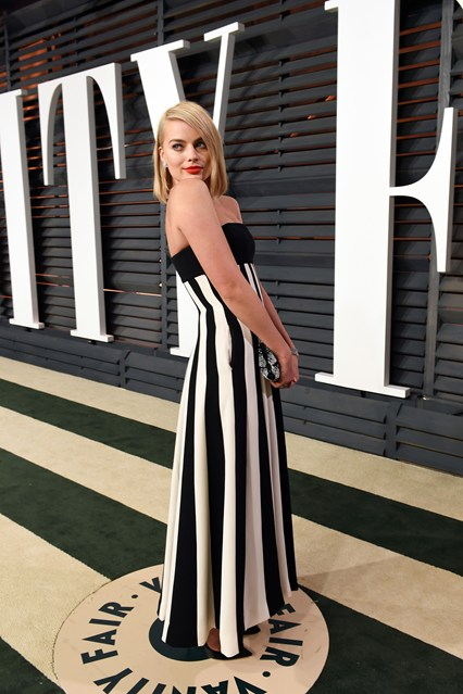 Margot-Robbie-Vanity-Fair-party-Vogue-23Feb15-Getty_b_426x639