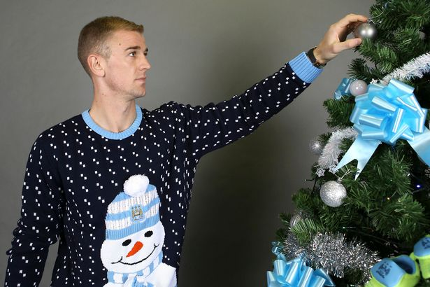 pay-manchester-city-stars-wear-festive-jumpers-for-christmas-shoot