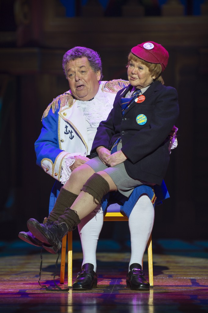 ian-janette-tough-dick-whittington-2016-17-birmingham-hippodrome-photo-credit-paul-coltas-682x1024
