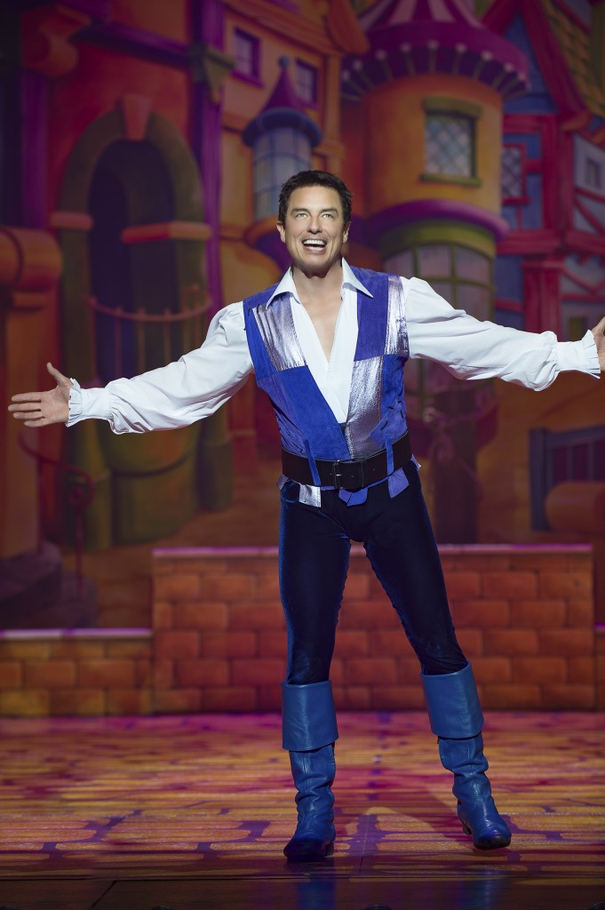 john-barrowman-dick-whittington-2016-17-birmingham-hippodrome-photo-credit-paul-coltas-681x1024