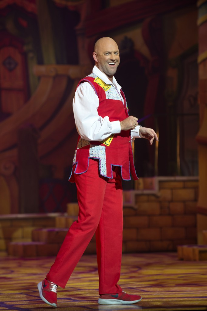 matt-slack-dick-whittington-2016-17-birmingham-hippodrome-photo-credit-paul-coltas-682x1024
