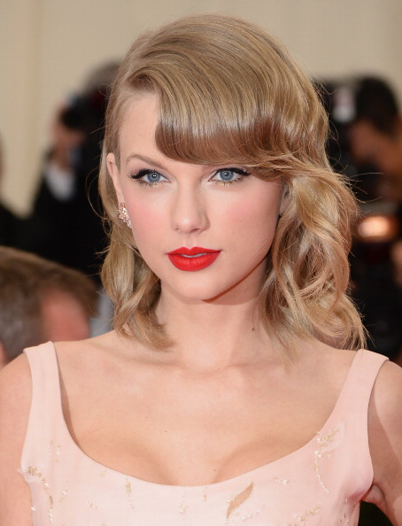 54ee9c395db2c_-_sev-a-taylor-swift-red-lip-de