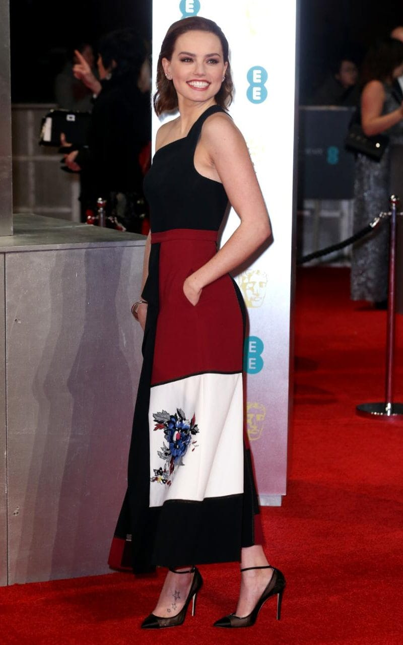 JS120452514_Rex-Features_EE-BAFTA-British-Academy-Film-Awards-Arrivals-Royal-Albert-Hall-London-UK-xlarge_trans_NvBQzQNjv4BqwQCNcjnSFbNUHxpqQd_w5TF0MeI2md_FNxjxxC_3bjo